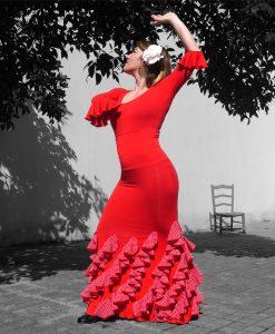 Falda Donaire con volantes oblicuos en crespon rojo con lunaritos